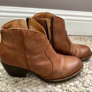 Born leather booties sz 7M